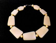 1970's Ivory Coloured Plastic Necklace